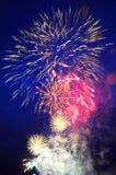 di fuochi colorati Multi dei fuochi d'artificio festivi Fotografia Stock