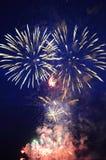 di fuochi colorati Multi dei fuochi d'artificio festivi Fotografie Stock Libere da Diritti