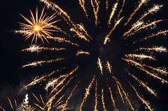 di fuochi colorati Multi dei fuochi d'artificio festivi Immagine Stock