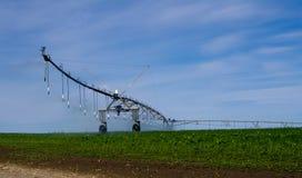 Di gestione dell'impianto di irrigazione del perno con acqua Immagine Stock