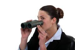 Donna di affari con un binocolo Immagine Stock Libera da Diritti