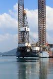 Di Jack impianto di perforazione della trivellazione petrolifera su nel cantiere navale Immagini Stock Libere da Diritti