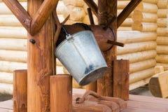 Di legno bene con una benna Fotografia Stock Libera da Diritti