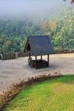 Di legno bene nel cortile del castello di Cochem Fotografie Stock Libere da Diritti