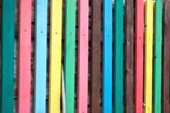 Di legno multicolore del recinto Fondo Fotografia Stock