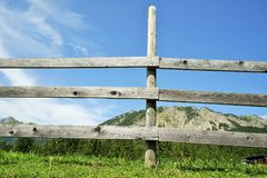 Di legno recinti le alpi tirolesi Fotografie Stock Libere da Diritti
