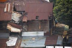 Di legno sulla parete dello zinco della casa Fotografia Stock