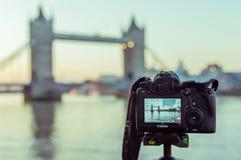 17/10/2017 di Londra, Regno Unito, macchina fotografica di Canon che filma i buldings della città di Londra immagini stock