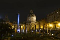 Di Maria al Foro Traiano Santissimo Nome nachts Stockfotos