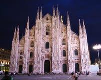 Di Milan de Duomo la nuit image stock