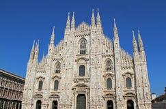 Di Milano del duomo in Italia, con cielo blu Fotografia Stock