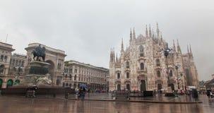 Di Milano en la lluvia, timelapse del Duomo de Milán, Italia almacen de metraje de vídeo