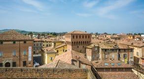 Di Modena, Italia di Castelvetro Vista della città Castelvetro ha un aspetto pittoresco, con un profilo caratterizzato dall'EMER fotografia stock libera da diritti