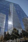 9/11 di museo commemorativo Windows riflette 1 WTC Immagini Stock