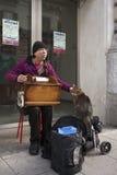 Di Music Box del playng dell'uomo Fotografia Stock Libera da Diritti