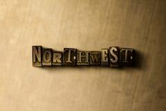 DI NORD-OVEST - il primo piano dell'annata grungy ha composto la parola sul contesto del metallo fotografia stock libera da diritti
