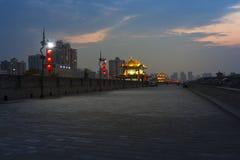 ` Di notte Xi un muro di cinta Immagini Stock Libere da Diritti