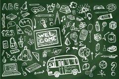 Di nuovo agli scarabocchi imprecisi della lavagna dei rifornimenti di scuola Immagine Stock Libera da Diritti