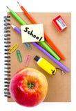 Di nuovo ai rifornimenti di scuola con il taccuino Immagini Stock Libere da Diritti
