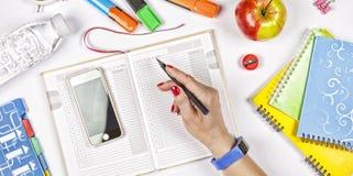 Di nuovo al concetto del banco istruzione, programma, scuola, ufficio, organizzatore, riunione, topview Fotografie Stock