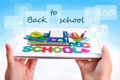 Di nuovo al concetto della scuola con il pc della compressa Fotografia Stock