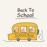 Di nuovo al concetto della scuola con lo scuolabus Animale sveglio royalty illustrazione gratis
