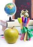 Di nuovo al concetto della scuola con stazionario ed alla mela isolata Fotografia Stock Libera da Diritti
