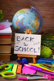 Di nuovo al concetto della scuola su fondo di legno Fotografia Stock Libera da Diritti
