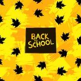 Di nuovo al fondo della scuola con le foglie di acero nere sul colorf Fotografia Stock Libera da Diritti