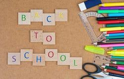 Di nuovo al instription della scuola ed ai rifornimenti di scuola fotografia stock libera da diritti