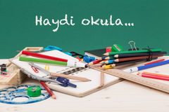 Di nuovo al modello della scuola nel turco Immagine Stock