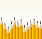 Di nuovo al reticolo della matita di colore giallo del banco Fotografie Stock