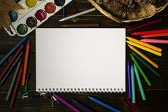 Di nuovo alla scuola, autunno, l'inizio della scuola Fondo, insieme Fotografie Stock Libere da Diritti