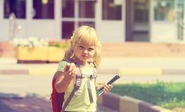 Di nuovo alla scuola - bambina alla scuola materna o alla guardia Immagini Stock Libere da Diritti