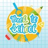 Di nuovo alla scuola Logo Text On Notebook Background con i rifornimenti di Studing Fotografia Stock