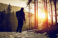 di nuovo a casa al tramonto - attività all'aperto fotografia stock