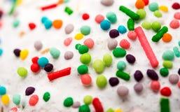 Di pasticceria colorata Multi del dolce bianco spruzza Immagine Stock