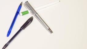 di penne colorate Multi su un fondo bianco Isolato Fotografie Stock Libere da Diritti