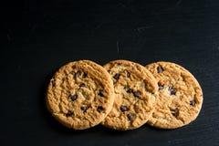 Di pepita di cioccolato della farina d'avena Cookiese Fotografia Stock Libera da Diritti