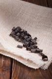 Di pepita di cioccolato su un tovagliolo di tela Immagini Stock Libere da Diritti