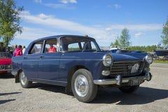 ` 1964 di Peugeot 404 del ` dell'automobile sulla parata delle automobili d'annata Kerimyaki, Finlandia Immagine Stock Libera da Diritti