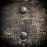 Di piastra metallica nero di lerciume con i ribattini avvita la struttura del fondo Fotografie Stock