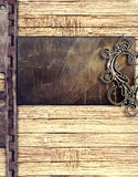 Di piastra metallica su priorità bassa di legno Fotografia Stock Libera da Diritti