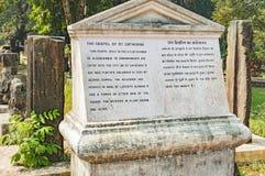 Di pietra turistici firmano dentro vecchio Goa, India Fotografia Stock Libera da Diritti