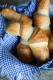 Di recente croissant al forno deliziosi Fotografie Stock Libere da Diritti