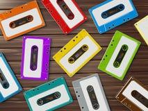 di retro audio cassette colorate Multi sulla tavola di legno illustrazione 3D Royalty Illustrazione gratis
