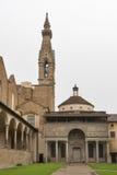 Di Santa Croce de la basílica en Florencia, Italia Yarda interna de la corte Imágenes de archivo libres de regalías