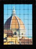 Di Santa Maria del Fiore atrás da janela, Florença de Cattedrale, Imagem de Stock