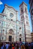 Di Santa Maria del Fiore Cathedral do Campanile e do Cattedrale de Giotto da torre de Bell de St Mary da flor em Firenze Floren imagens de stock