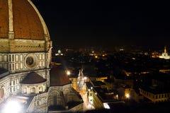 Di Santa Maria del Fiore de Cattedrale en la noche Fotos de archivo libres de regalías